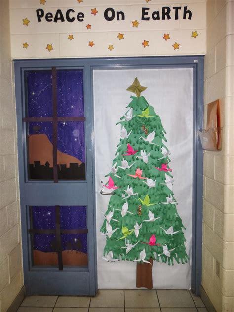 christmas doors in schools door decorations elementary school www indiepedia org