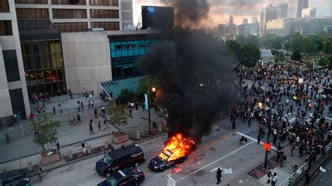 atlanta protesters clash  police  mayor warns