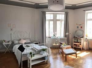 Wg Zimmer Einrichten : ger umiges wg zimmer mit parkett und stuck an den sehr ~ Watch28wear.com Haus und Dekorationen