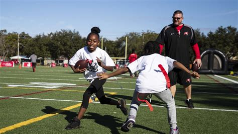 tampa bay buccaneers foundation hosts clinic   jr