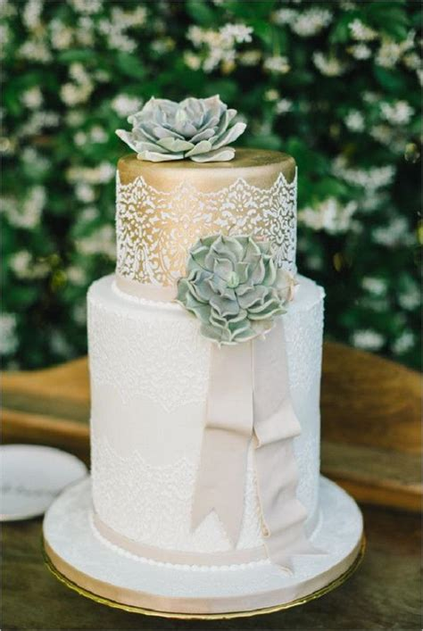 fabulous winter wedding cakes  love deer pearl flowers