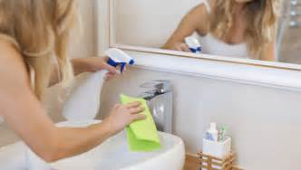 How To Clean Plastic Bathtub by Quick Bathroom Cleaning Tips Maid Sailors