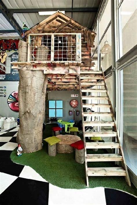 chambre dans un arbre le plus beau lit cabane pour votre enfant lit cabane