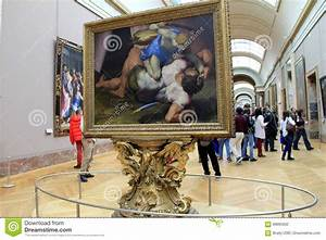 Crowd Of People Walking Through The Halls Of The Louvre ...