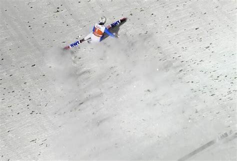 Der schlimme sturz des erfahrenen norwegers daniel andre tande zeigt, dass in diesem sport mit unfällen immer zu sturz von skispringer tande. Weltcup in Ruka: Skispringer Eisenbichler siegt erneut ...