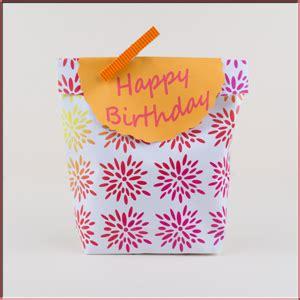 gutschein basteln anleitung geschenkpapier zum ausdrucken geschenke liebevoll verpacken kostenlose motive