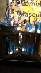 L Art De La Caisse : vitrine d 39 un salon de coiffure avec des caisses en bois ~ Carolinahurricanesstore.com Idées de Décoration