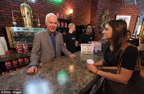 Where are the best areas for shopping? Central Perk coffee shop opens in New York to celebrate ...