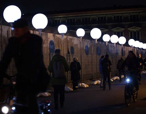light installation illuminates former berlin wall route