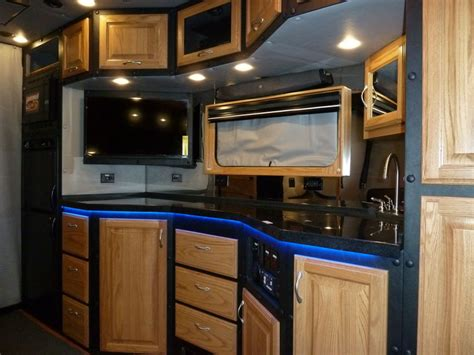 luxury semi trucks cabs what do luxury sleeper cabs for long haul truck drivers
