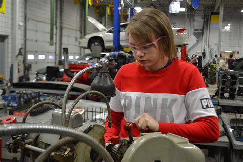 Mechanic-in-training breaks mold | News, Sports, Jobs - Marietta Times