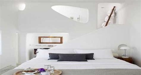 chambre mur violet chambre blanche une couleur déco pour chambre adulte