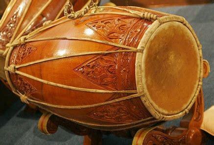 Membranofon itu adalah jenis bunyi yang bunyinya dari pukulan pada gendang. Alat Musik Tradisional Daerah Istimewa Yogyakarta (DIY) ~ WONDERFUL INDONESIAKU