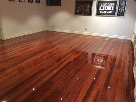sanding  polishing   hardwood floor article