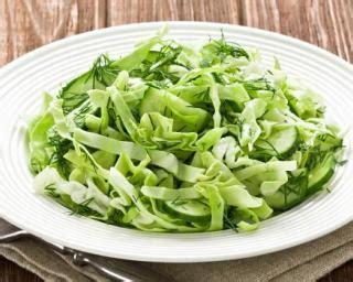 cuisiner le choux frisé recette de salade de chou chinois croq kilos au concombre