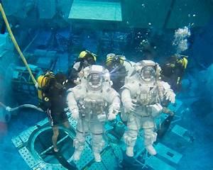 Spacewalk Training in Neutral Buoyancy Laboratory | NASA