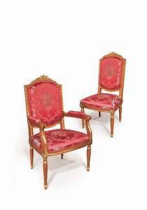 Bequeme Stühle Mit Armlehnen : klassischer stuhl mit armlehnen gold veredelungen f r esszimmer geeignet idfdesign ~ Markanthonyermac.com Haus und Dekorationen