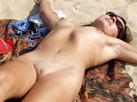 Celebrating 20 Years Of Naughty Porn como me gusta estar desnuda en la playa