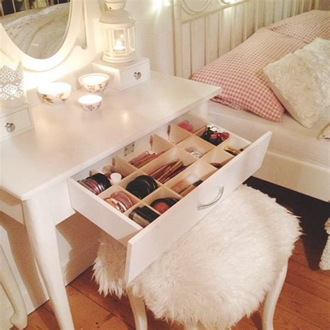 chaise pour coiffeuse makeup vanity drawer pictures photos and images for