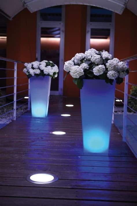 Vasi Illuminati Per Esterno - vasi luminosi complementi d arredo per il giardino
