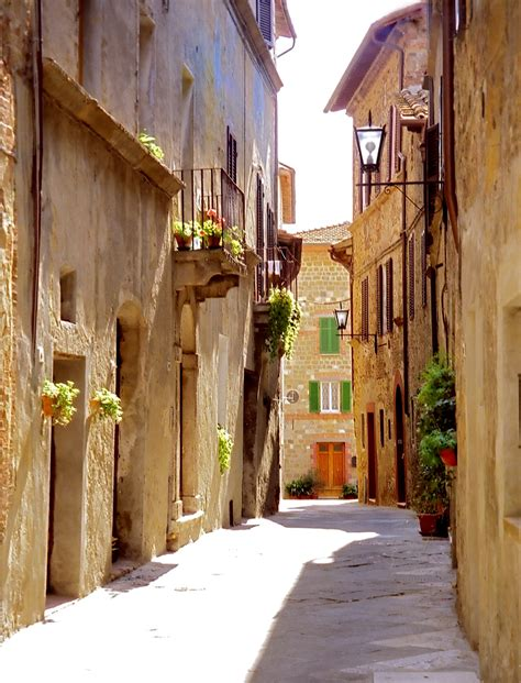 pienza italy  beautiful places   world