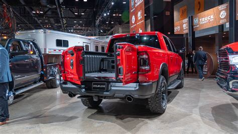 Dodge Truck Tailgate 2020 by 2019 Ram 1500 S New Split Tailgate Has The Angle For You