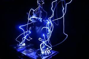 Windows 7 DJ Theme for Techno Addicts