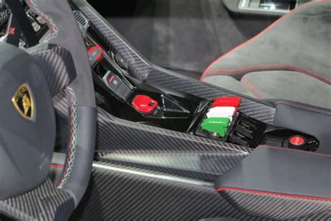 Lamborghini-veneno-interior-7.jpg