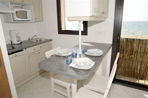 mini cuisines kitchenette coin repas avec vue sur mer cuisine pour studio