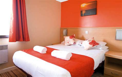 bedrooms for small rooms gold apartment in minehead butlins