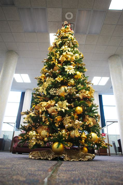 gold christmas tree decorations tree show me decorating