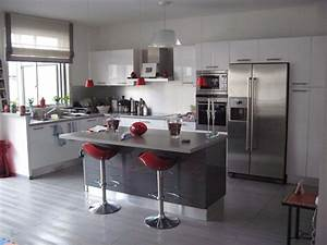 Kitchen idea white grey chic france interior design for Idee deco gris et blanc