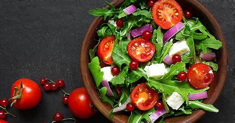 trends springing   salad menus