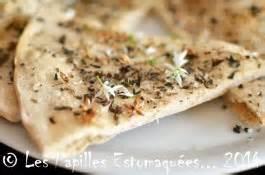 cuisiner navets nouveaux pizza blanche à la marjolaine et fleurs d 39 ail des ours