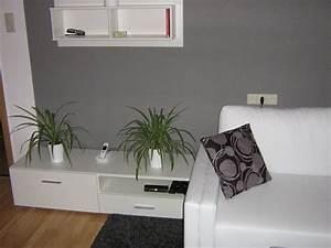 Grau Grün Wandfarbe : wohnzimmer 39 wohnzimmer in grau wei gr n 39 mein domizil mit neuen farben zimmerschau ~ Frokenaadalensverden.com Haus und Dekorationen
