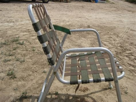 Lawn Chair With Table by Folding Lawn Chairs With Attached Side Table