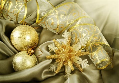golden christmas decorations christmas photo 22230176 fanpop