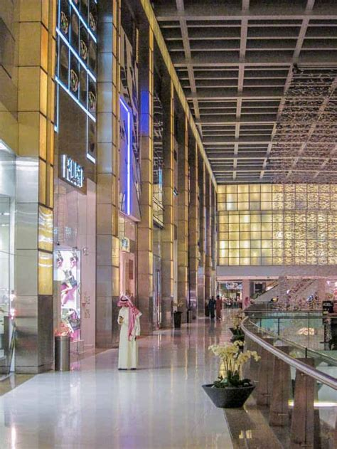 dubai mall shops location map hotels restaurants