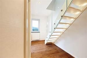 Treppe Mit Glasgeländer : treppe ganz in wei mit glasgel nder modern treppen d sseldorf von hokon ~ Sanjose-hotels-ca.com Haus und Dekorationen