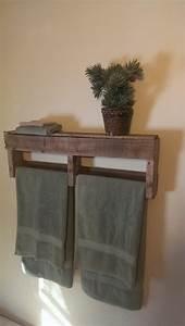 Holz Für Badezimmer : handtuchhalter aus holz tolle modelle f rs badezimmer ~ Frokenaadalensverden.com Haus und Dekorationen