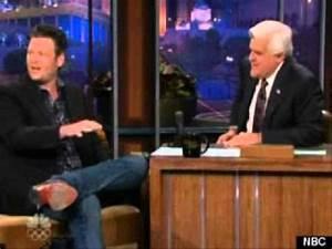 Blake Shelton Discusses Christina Aguilera's Breasts On ...