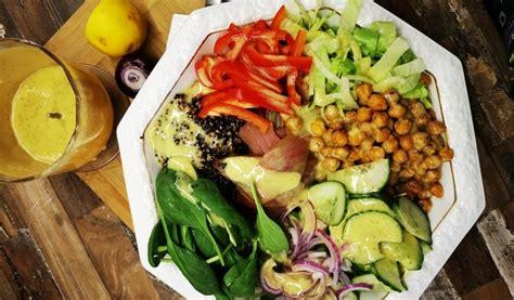 Receptes.lv - Svaigi salāti ar auksti kūpinātu tunci ...