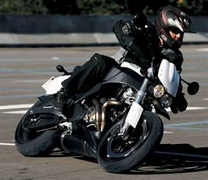 Fiche Moto 12 : buell xb 12 stt lightning super tt 2008 fiche moto motoplanete ~ Medecine-chirurgie-esthetiques.com Avis de Voitures