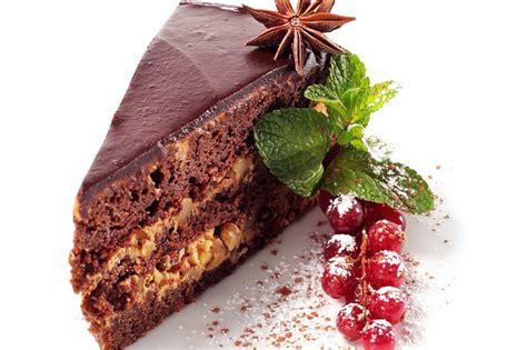 Šokolādes kūka ar pašas gatavotu šokolādes krēmu