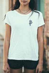 MARGIE CACTUS EMBROIDERY TOP from Brandy Melville Quick