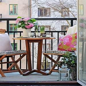 Balkontisch Und Stühle : kleiner balkontisch f r ein gem tliches ambiente ~ Lizthompson.info Haus und Dekorationen