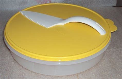 """Tupperware 12"""" Round Pie Keeper with Cut N Serve Pastry"""
