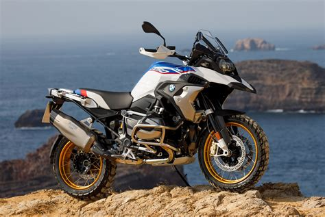 bmw r1250 gs bmw releases all the details for the 2019 r 1250 gs gear