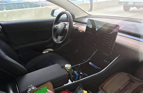 Des Photos De L'intérieur De La Tesla Model 3 Ont Fait