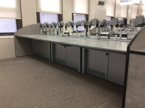 Avadeo Das Trading Desks With Monitor Arms Saraval